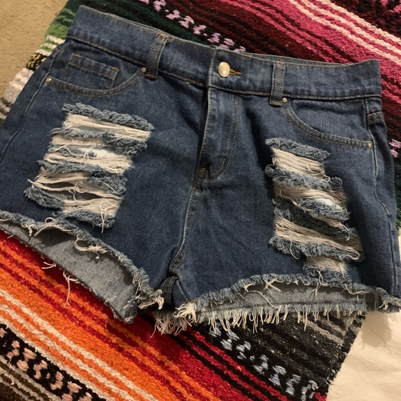 PrettyLittleThing Pants - High waisted jean shorts